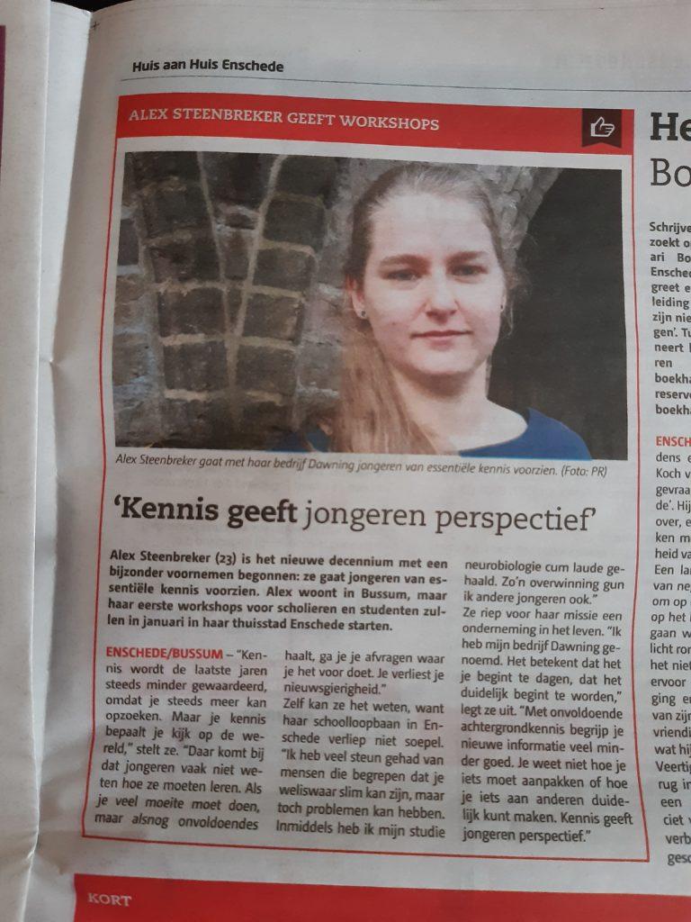 Bericht Huis aan Huis Enschede 15 januari 2020. Alex Steenbreker geeft workshops met haar bedrijf Dawning: 'Kennis geeft jongeren perspectief'.